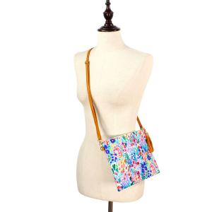 Crossbody Bags & Matching Wristlets Crossbody Bag - 9304 Flower Print Multi -